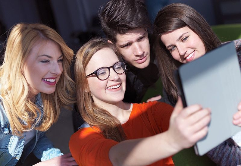 """El Dilema De La Modernidad: """"Sacrificar"""" Selfies"""