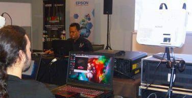 EPSON-realizó-training-en-Watchout-para-el-Mapping-Challenge