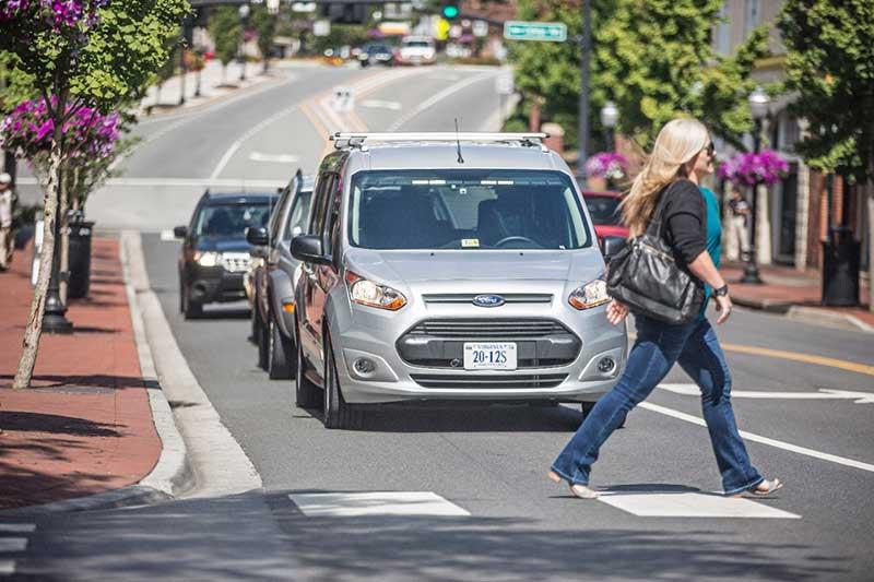Ford y el Instituto Virginia Tech estudian comunicación de vehículos autónomos