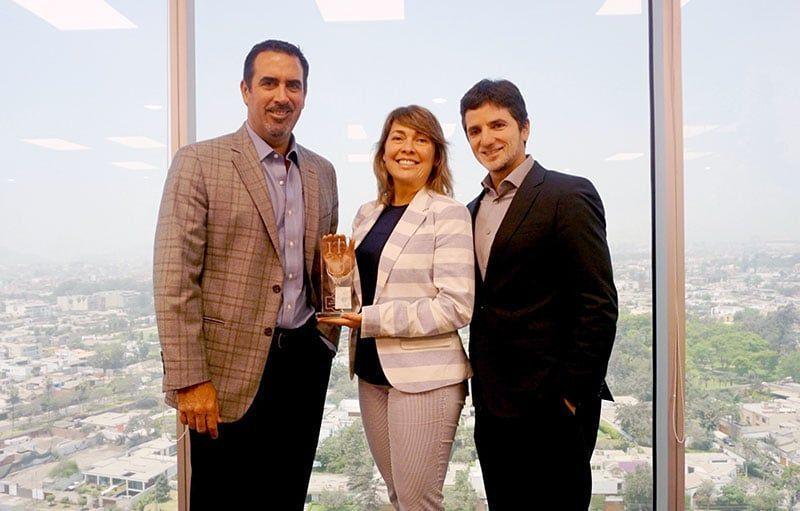 """SAP Perú recibe premio """"TOP IT Cum Laude"""""""
