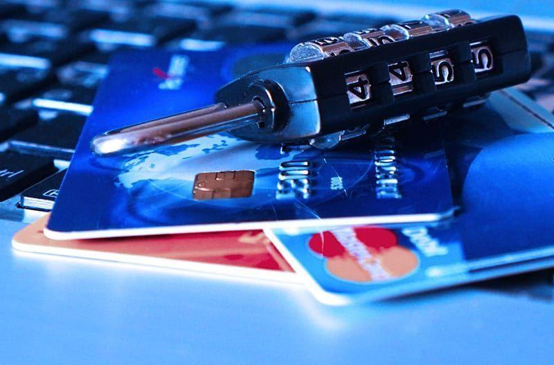5 hechos que no conocía sobre el mercado negro de tarjetas de crédito