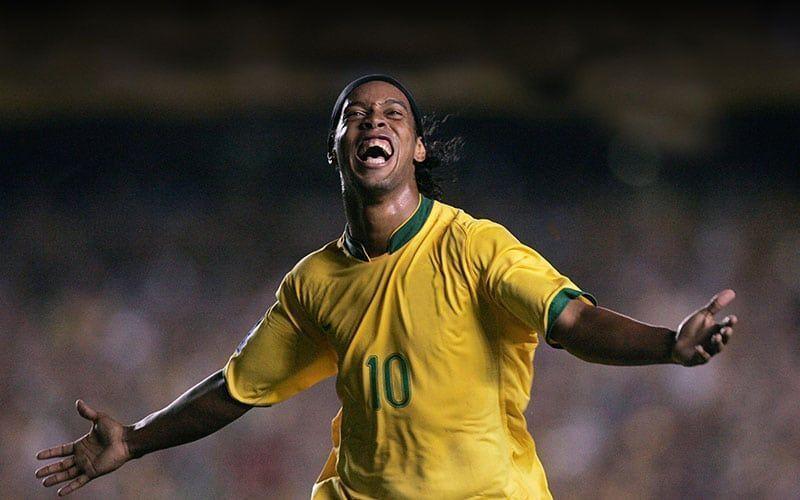 Ronaldinho Lanza Negocio de Fútbol Que Combina Mundo Digital y Real