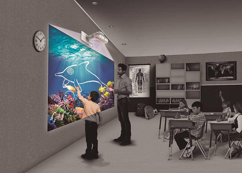 Epson innova la enseñanza educativa con proyectores interactivos
