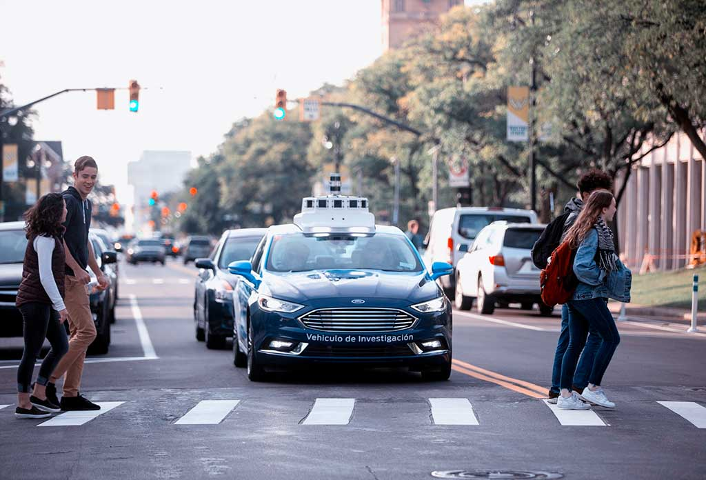 Ford facilita la comunicación entre personas y vehículos autónomos