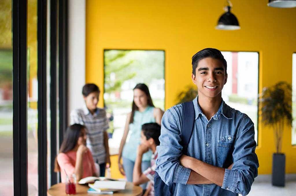 Alumnos desarrollan habilidades de pensamiento crítico e investigación