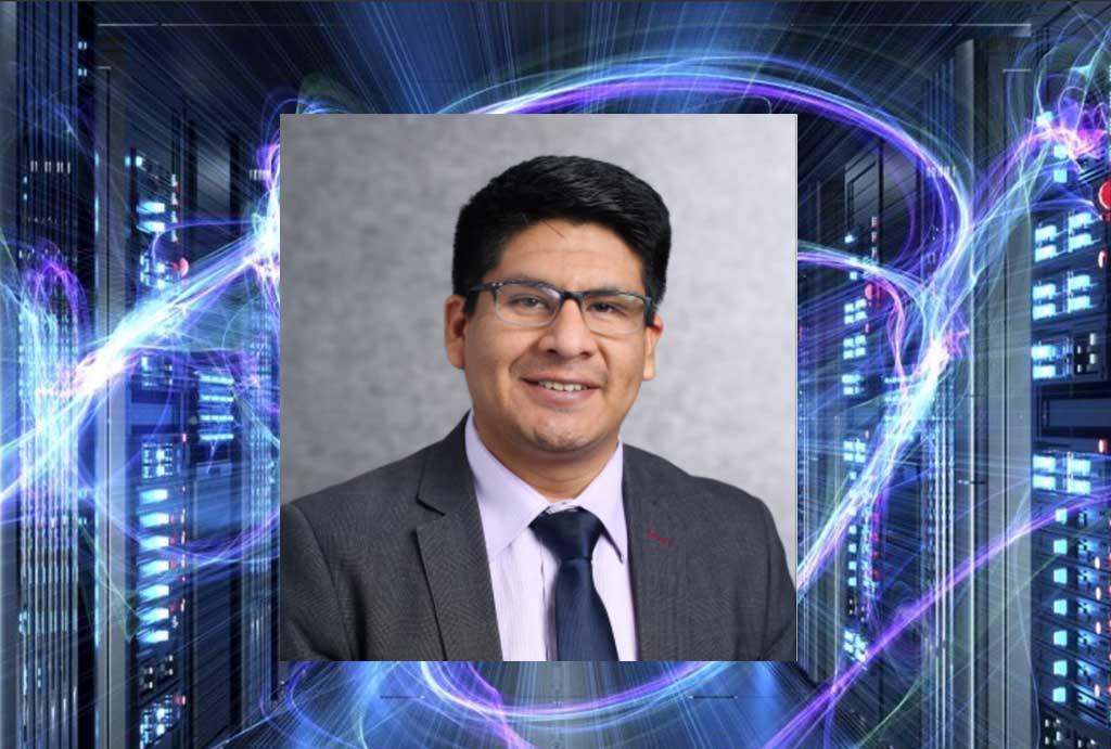 Educador peruano Carlos Calla es reconocido en Microsoft