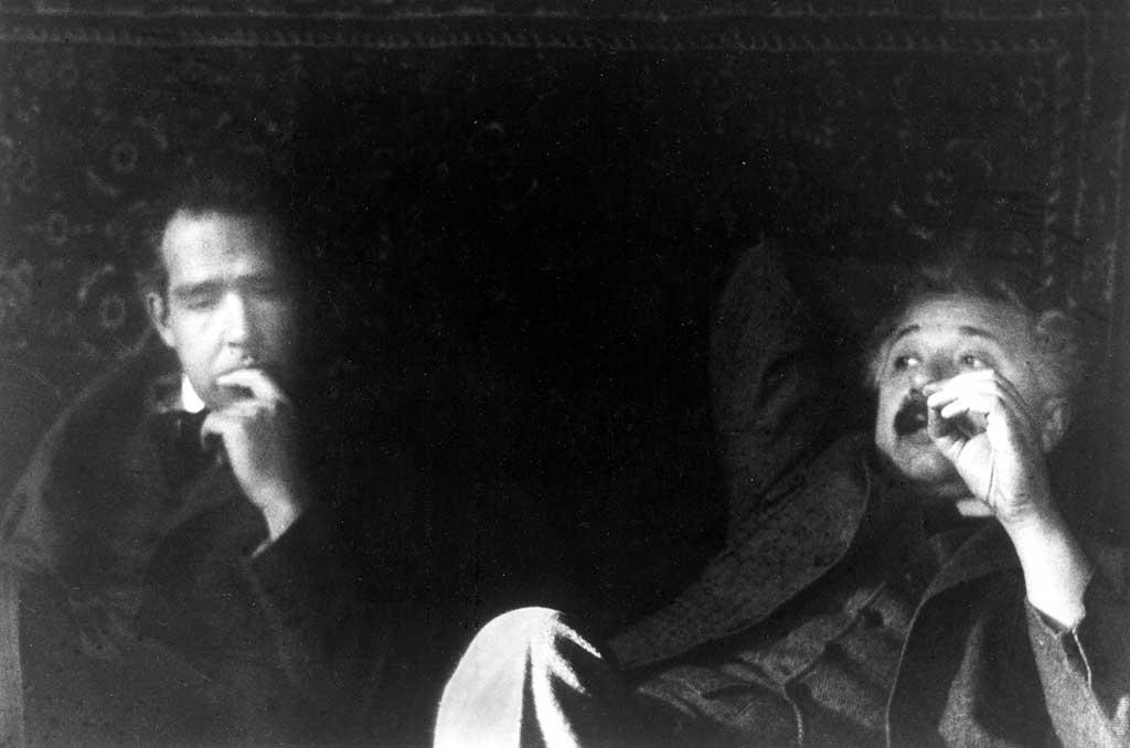 Objeciones de Einstein respecto a la mecánica cuántica