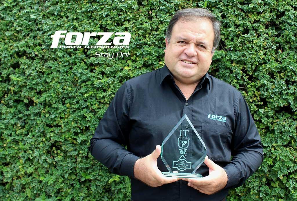 UPS RT-602 LCD de Forza recibe un TOP IT