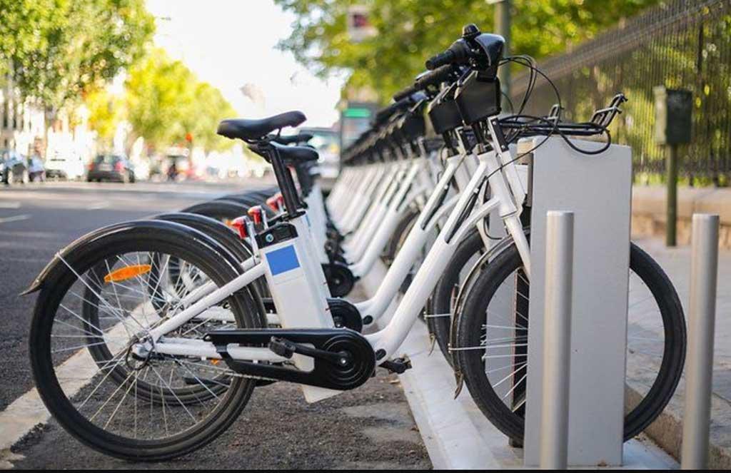 La británica CREDS afirma que las bicicletas eléctricas son mucho mejores que los coches eléctricos