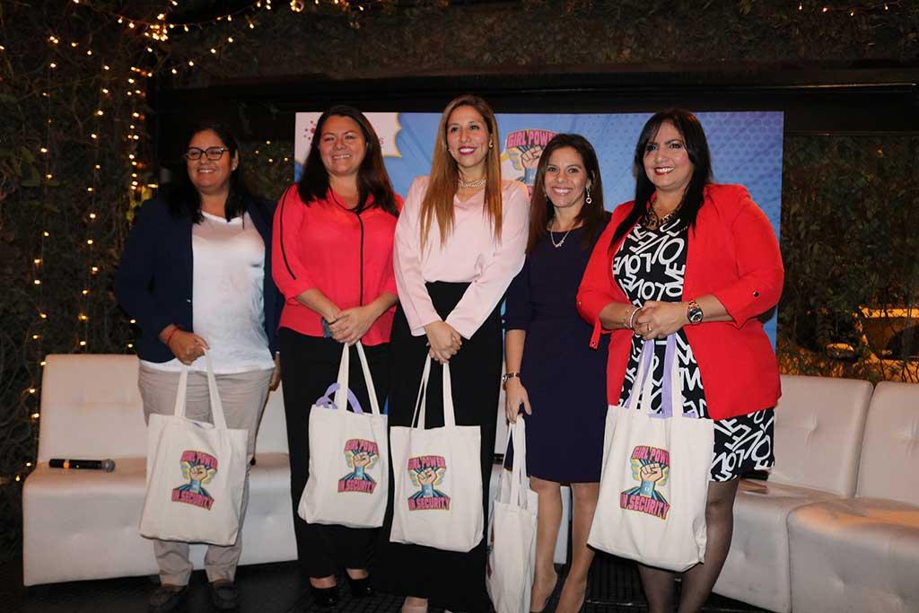 CISLatinas primer aniversario de la comunidad de mujeres líderes en tecnología