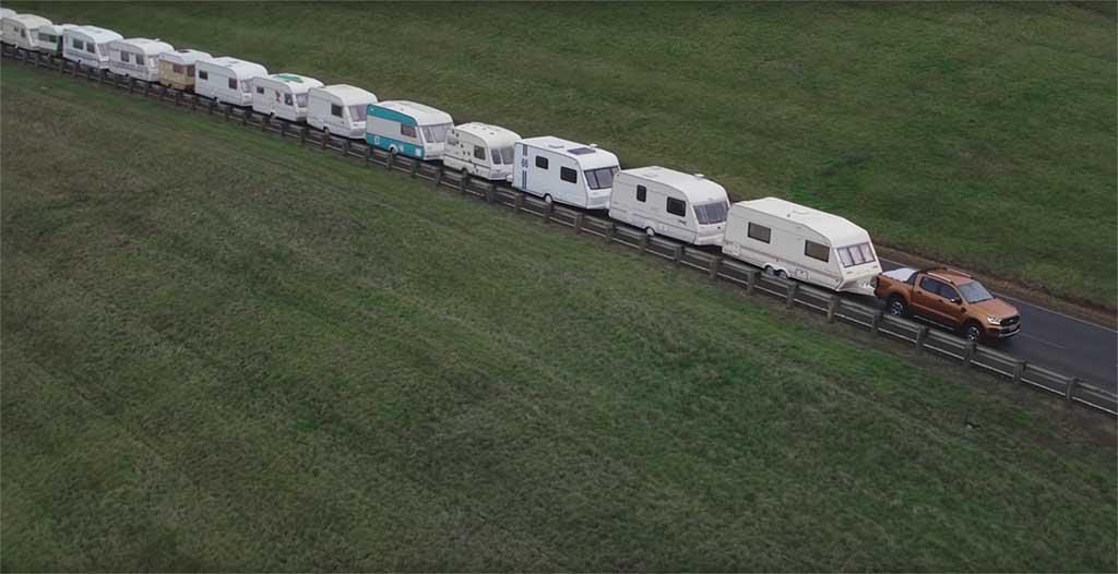New Ford Ranger remolca una caravana de 15 tráilers