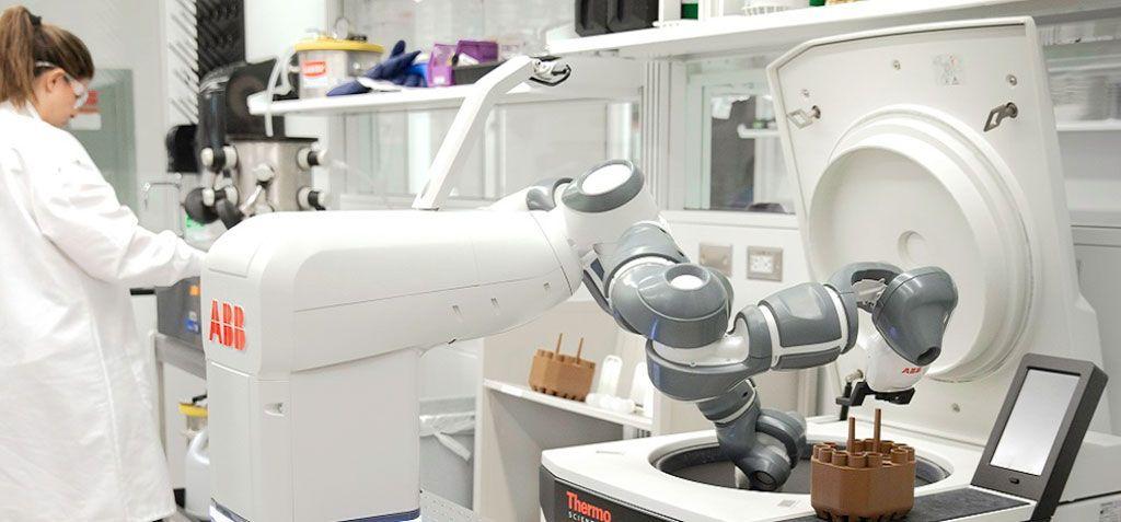 ABB muestra a YuMi un robot móvil para el Hospital del Futuro
