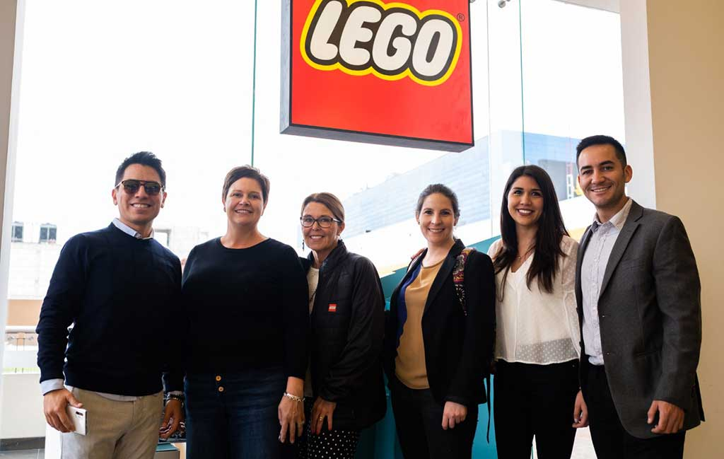Niños inauguraron la tienda LEGO más grande del Perú