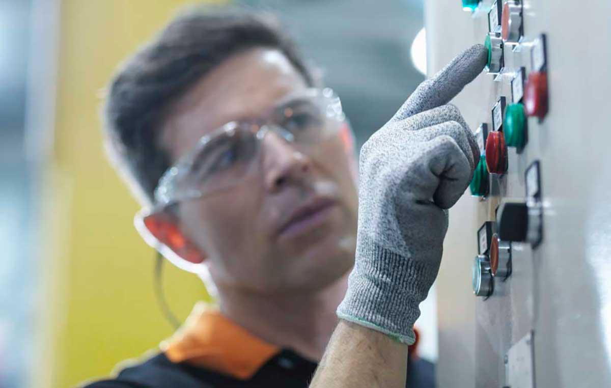 Pulsadores industriales a la vanguardia de la seguridad y productividad