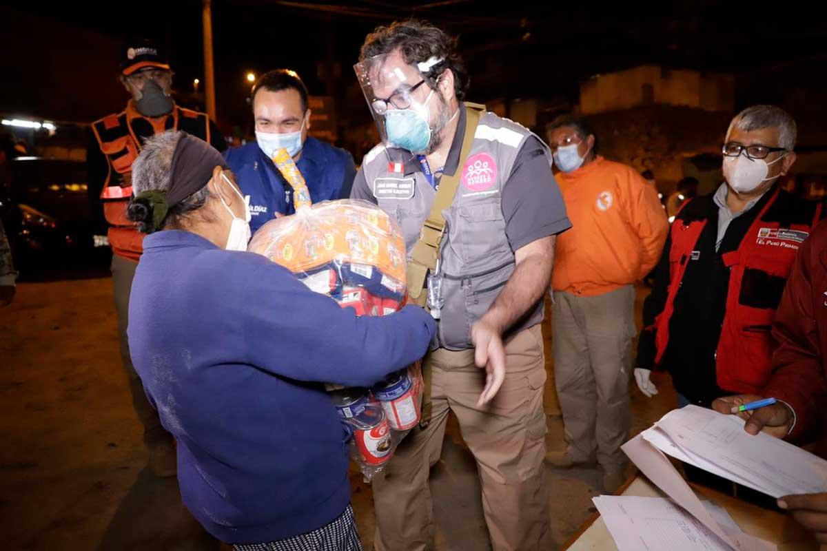 Familias vulnerables de Comas recibieron paquetes de alimentos del sector empresarial