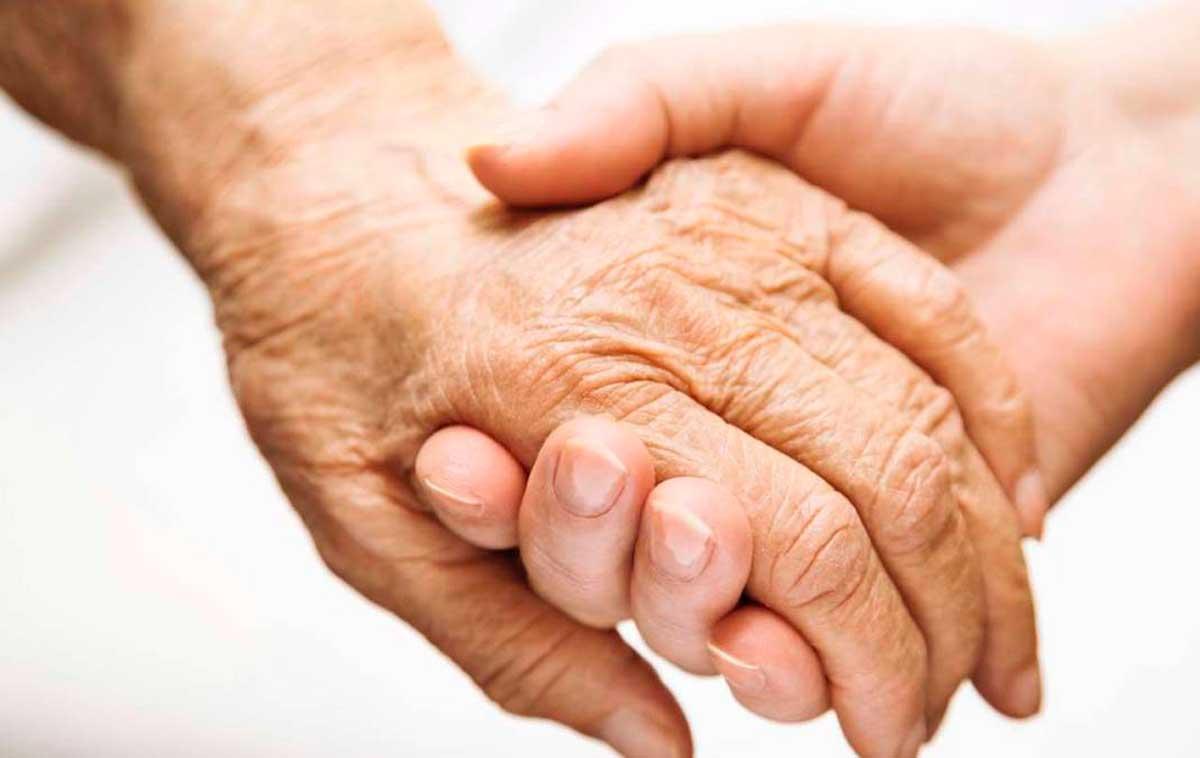 Cómo aprovechar la tecnología para cuidar a personas con Alzheimer en casa