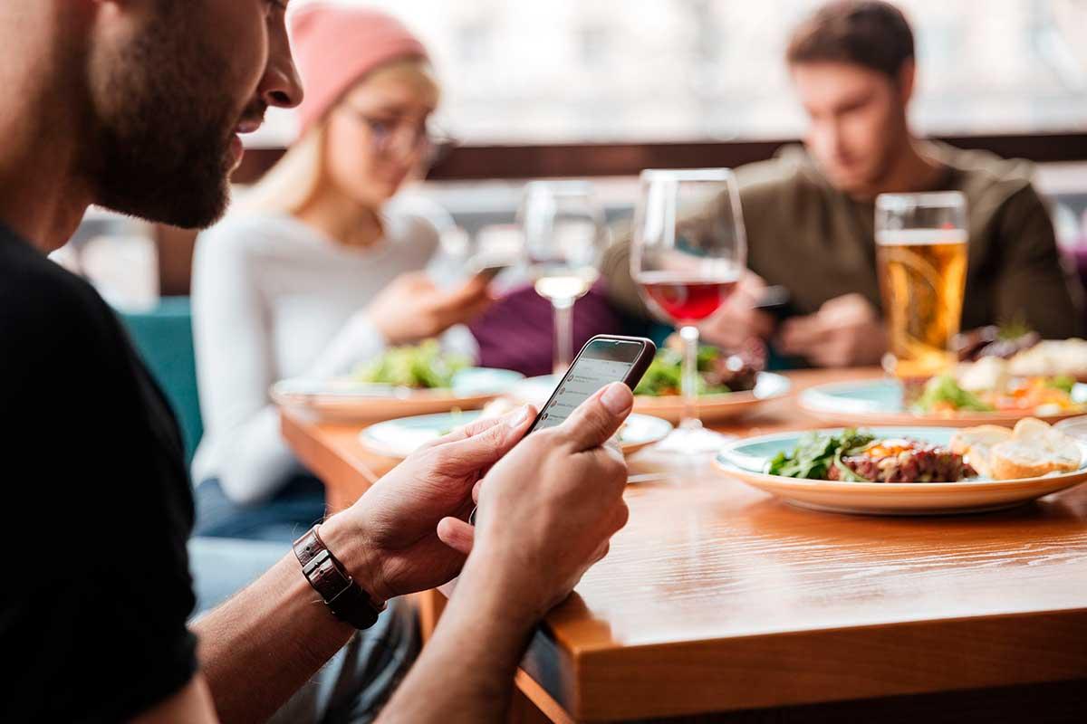 Glovo se suma a «Unidos en la Mesa» para contribuir a la reactivación del sector gastronómico