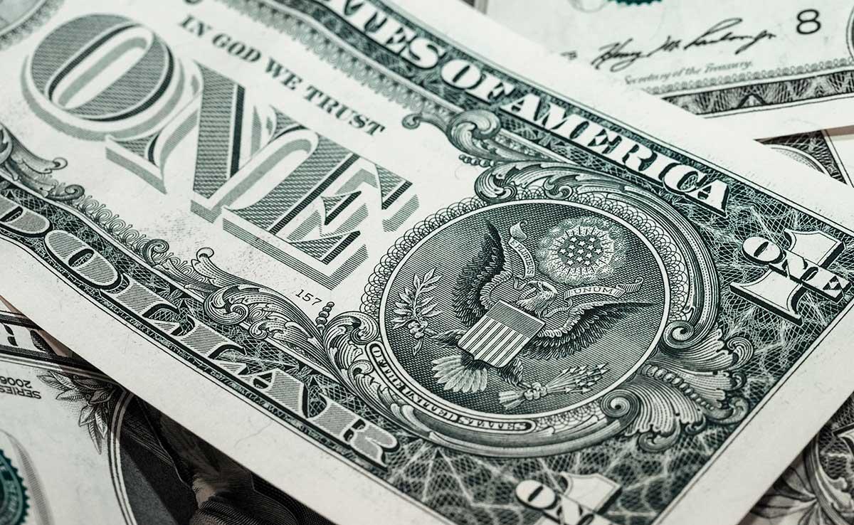 ¿Cómo funciona el mercado de monedas y qué día conviene comprar dólares?