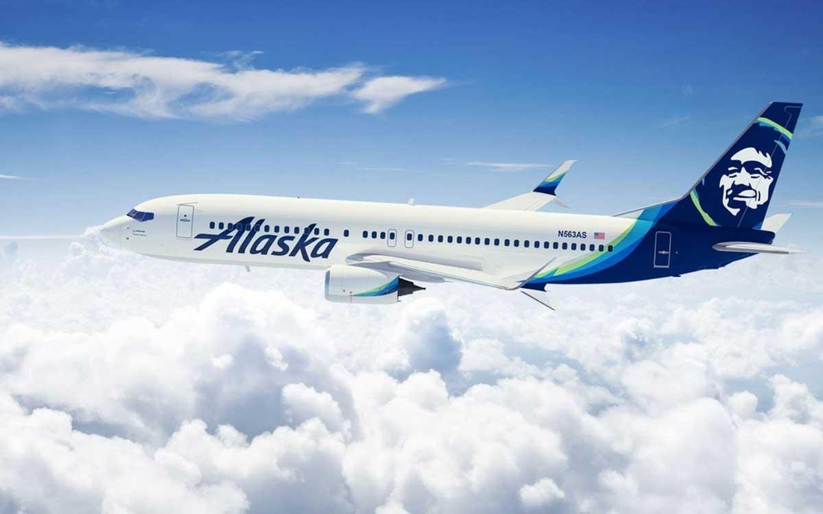 Alaska Airlines y Microsoft firman acuerdo para reducir emisiones de carbono